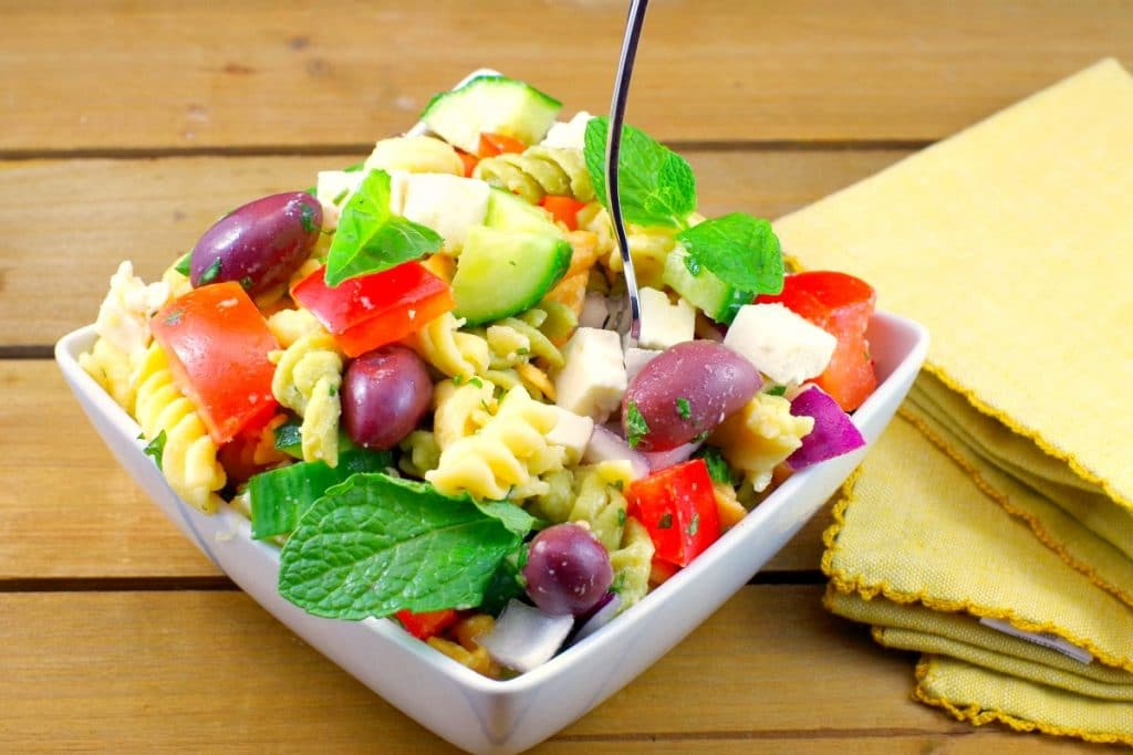 Easy Greek Pasta Salad Recipe - foodmeanderings.com