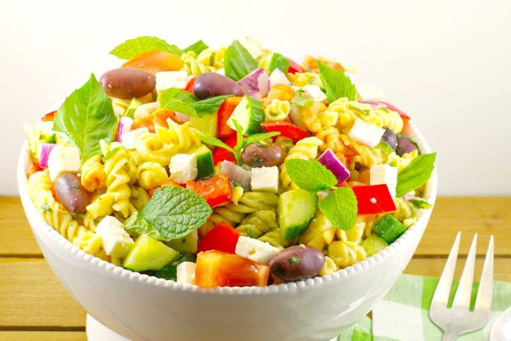 Greek Pasta Salad with feta, cucumbers and tomatoes - foodmeanderings.com