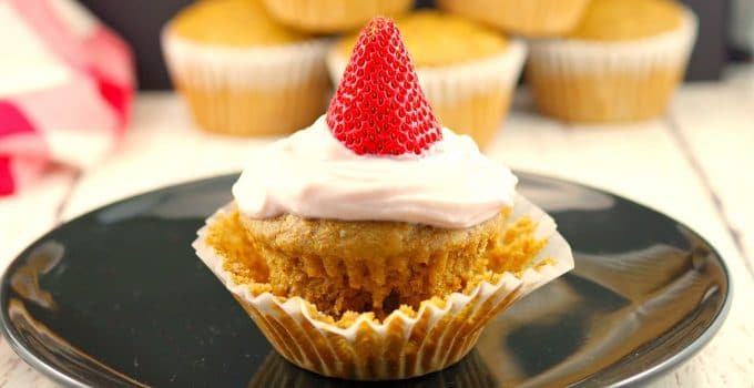Strawberry Gingerbread Pupcakes: Healthy Cupcakes for Breakfast!
