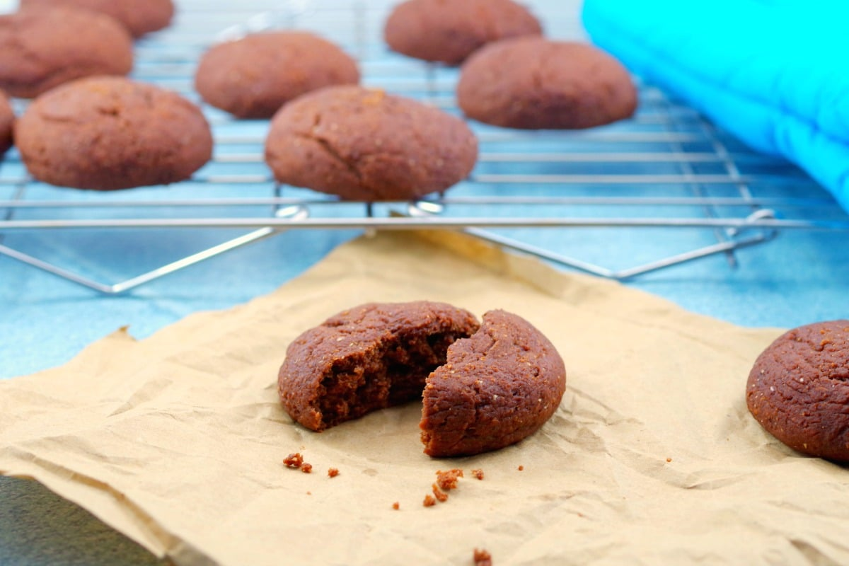 Red Velvet Cookies   healthy, no red dye