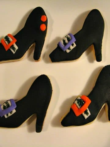 4 Halloween witch shoe cookies
