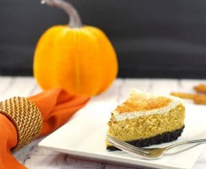 Low-fat Pumpkin Cheesecake | #thanksgivingdessertidea, #pumpkincheesecake - Foodmeanderings.com