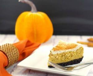 Low-fat Pumpkin Cheesecake | #thanksgivingdessertidea, #pumpkincheesecake - Foodmeanderings.com