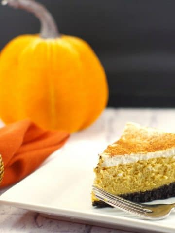 Low-fat Pumpkin Cheesecake   #thanksgivingdessertidea, #pumpkincheesecake - Foodmeanderings.com