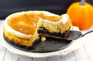 Skinny Pumpkin Cheesecake #Thanksgivingdessert, #pumpkindessert - Foodmeanderings.com