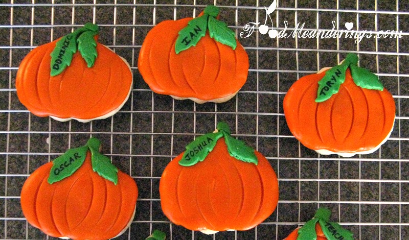 halloween-pumpkin-cookies
