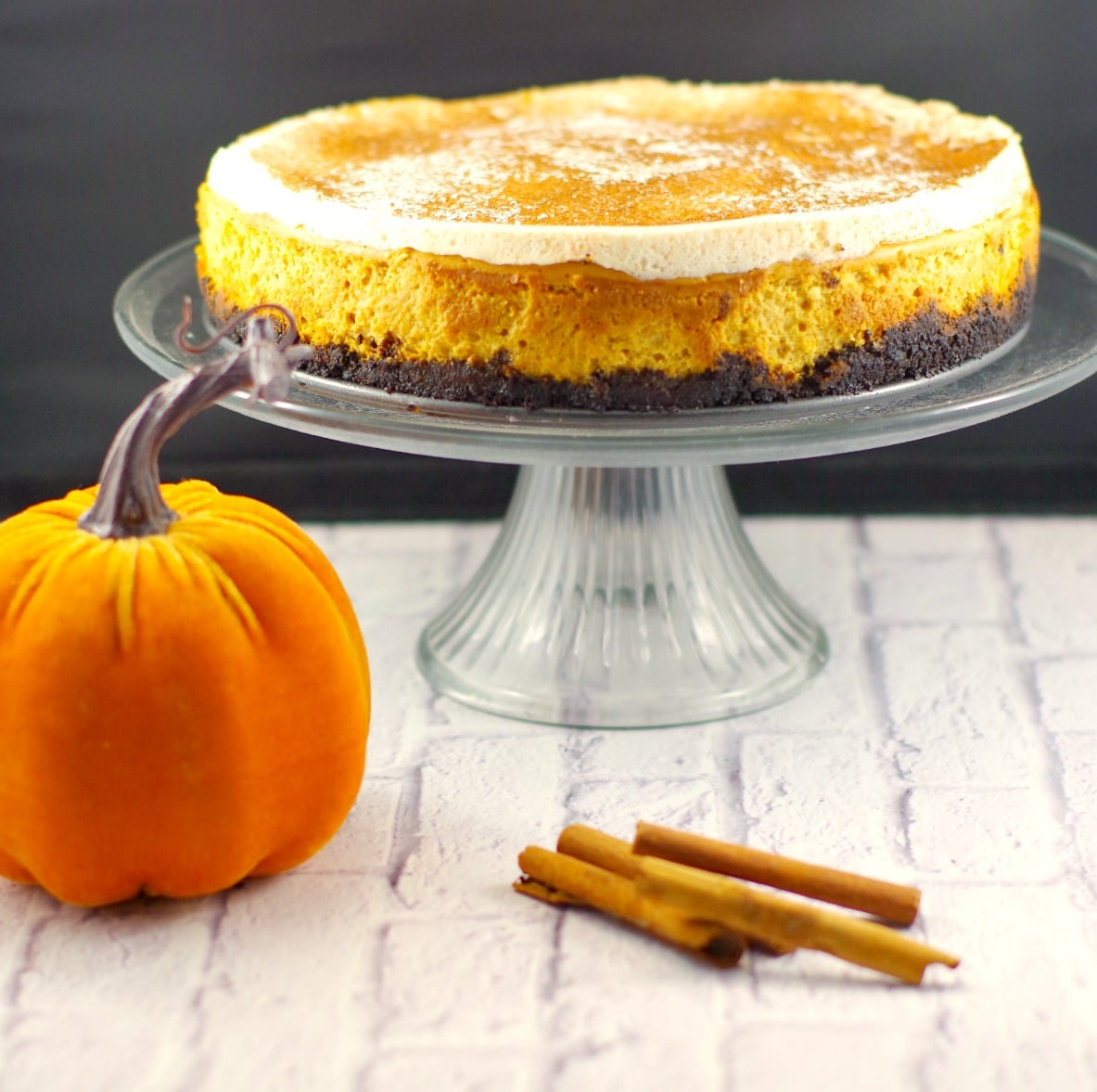 Skinny Pumpkin Cheesecake Recipe | #Thanksgivingdessert, #pumpkin cheesecake - Foodmeanderings.com