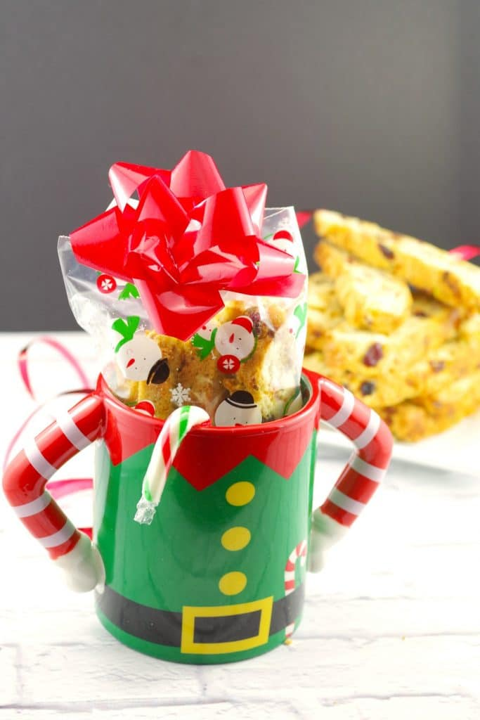 Cranberry Pistachio Biscotti   #biscotti #cranberry #holiday - foodmeanderings.com