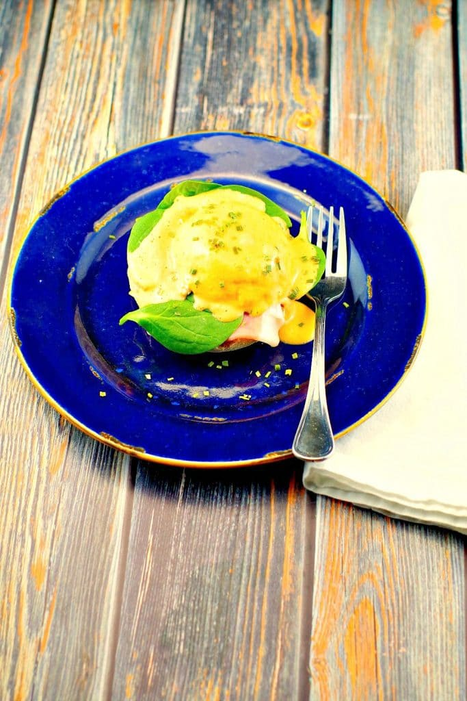 Easy Eggs Benedict Recipe | 15 minute - foodmeanderings.com
