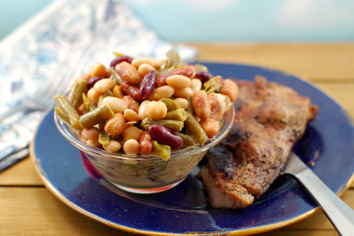 Easy Bean Salad (vegan) - in 5 minutes #bean salad #vegan | foodmeanderings.com