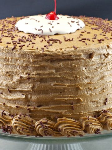 whole rootbeer float cake on stand