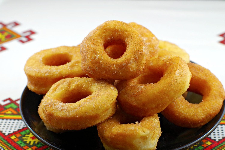 Pampushky | Ukrainian donuts - Foodmeanderings.com