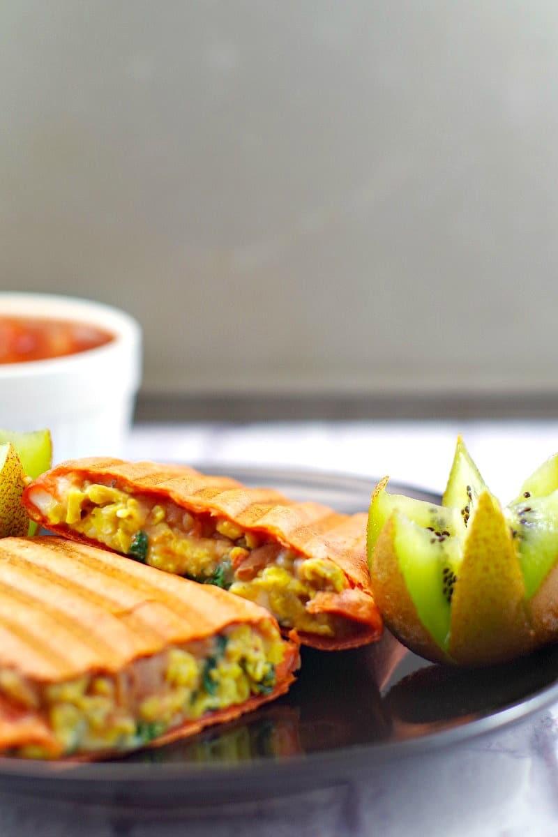 Healthy Mediterranean Breakfast Burritos | freezable - Foodmeanderings.com