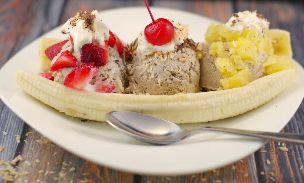 Nice Cream banana split | #vegan #healthydessert - Foodmeanderings.com