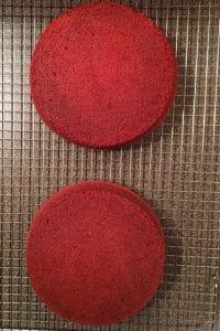 Crumb-free red velvet cake for frosting