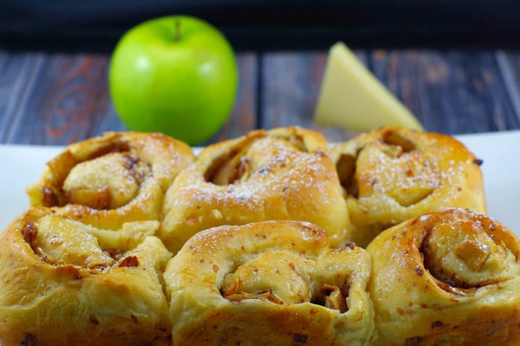 Apple Pie cinnamon bun | #breadmachine #cinnamonrolls