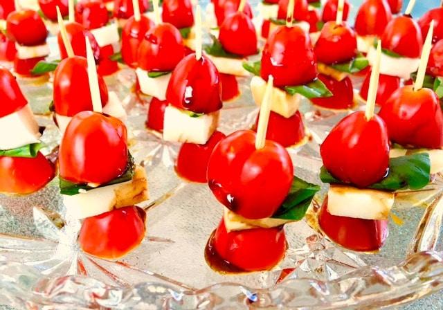 Caprese Salad Appetizer | #basil #tomato # mozzarella - FoodMeanderings.com