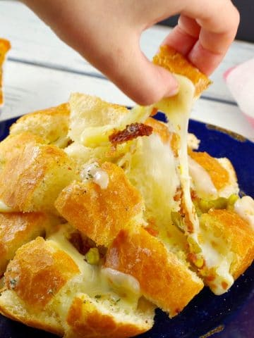 Cheesy party pull aparts | with warm artichoke pizza sauce