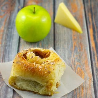 Gruyere apple pie cinnamon bun | #breadmachine #cinnamonroll - Foodmeanderings.com