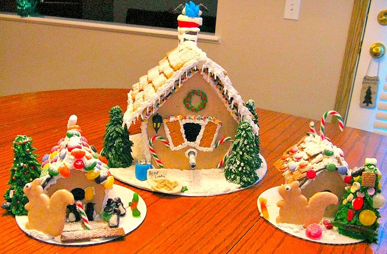 Gingerbread birdhouse with kids