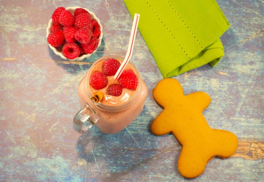 Gingerbread Raspberry Smoothie | yogurt smoothie - Foodmeanderings.com