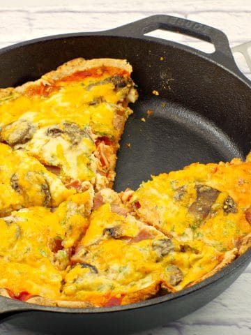 Healthier egg white breakfast pizza - Foodmeanderings.xom