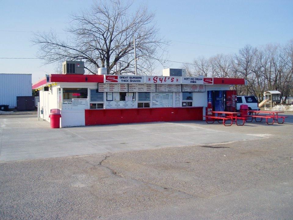 Syl's Drive-Inn| Carmen, Manitoba