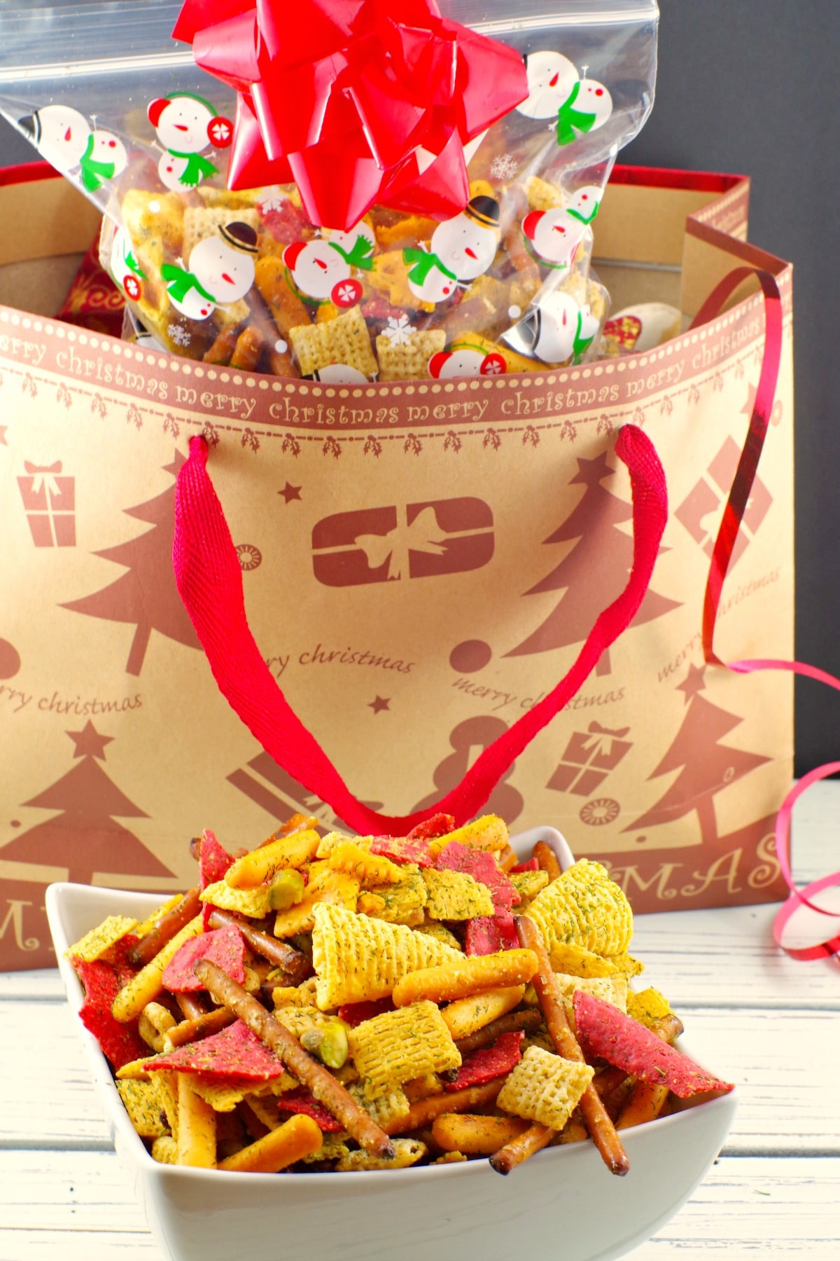 Holiday Chex Mix Recipe | #chexmix #partymix #holiday - foodmeanderings.com