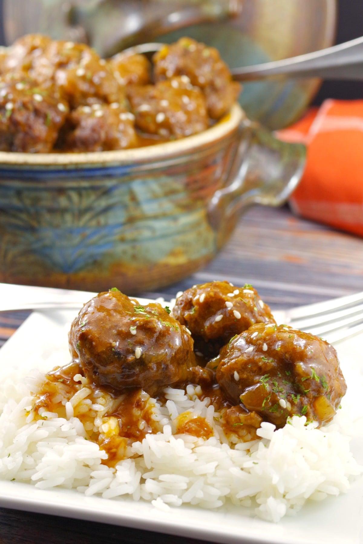 Sweet & Sour Slow Cooker Meatballs | #slowcooker #meatballs #sweetandsour