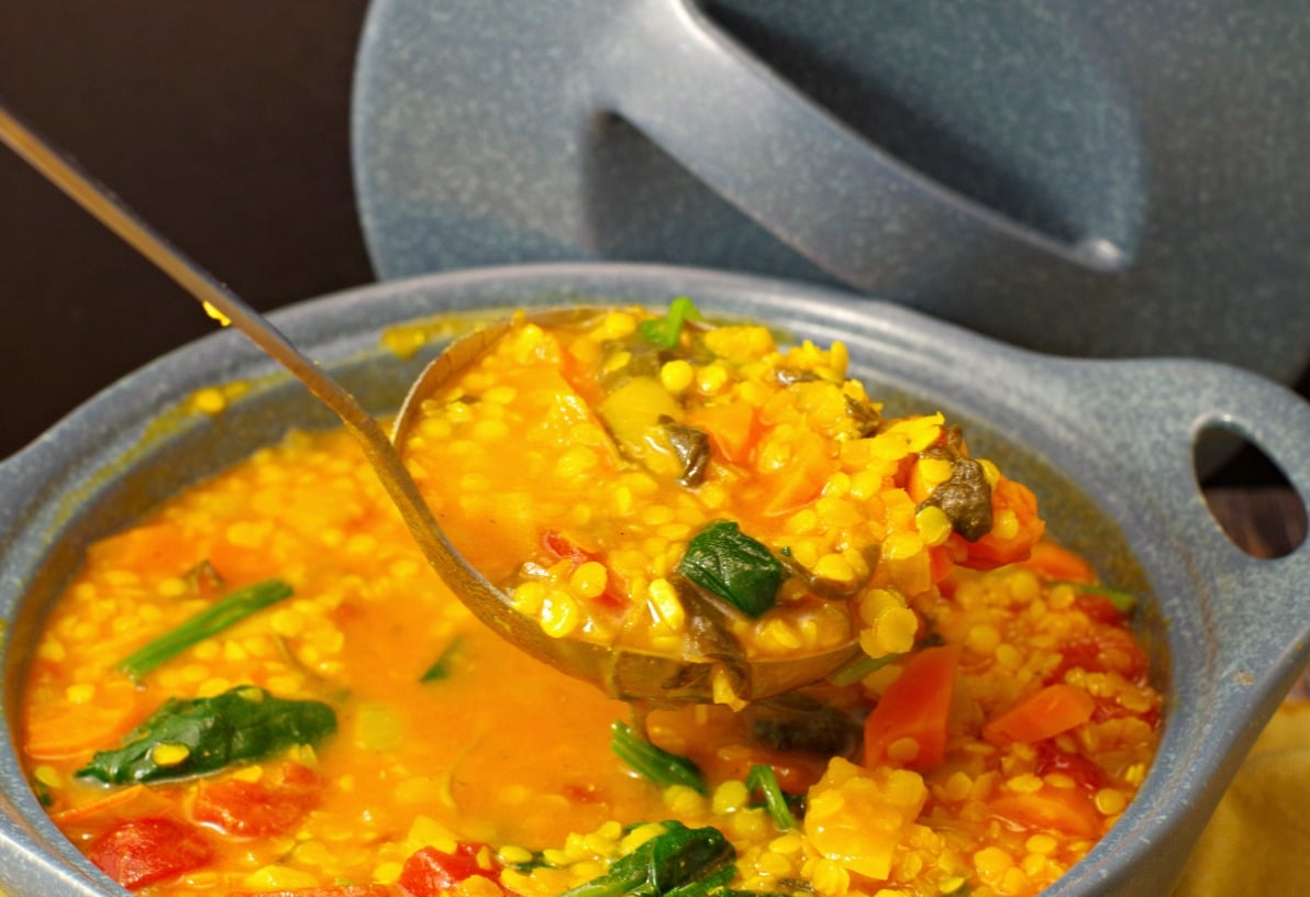 Lentil Spinach Soup recipe | easy and healthy - foodmeanderings.com