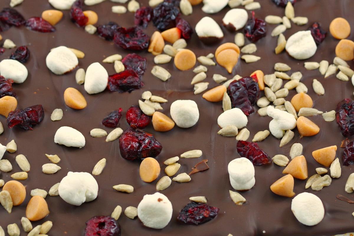 No Bake Rocky Road Bar | Healthy chocolate dessert