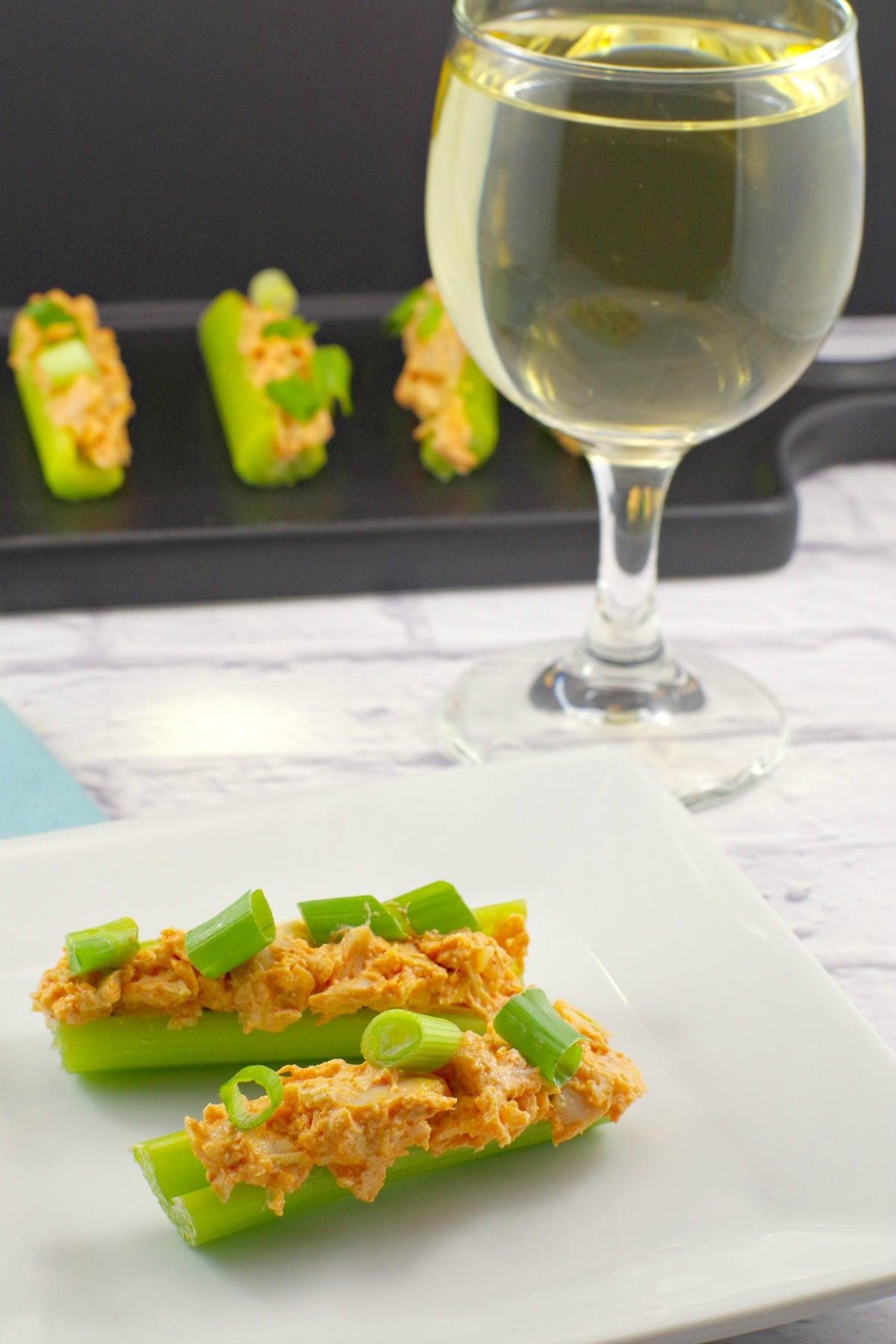 Weight watchers appetizer |Buffalo Chicken Celery - #gameday #buffalochicken #wwrecipes