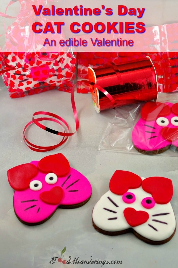 Valentine's Day Cat Cookies- #Valentine #edible #cookie #heart