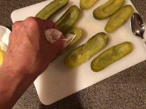 Drying pickle with paper towel