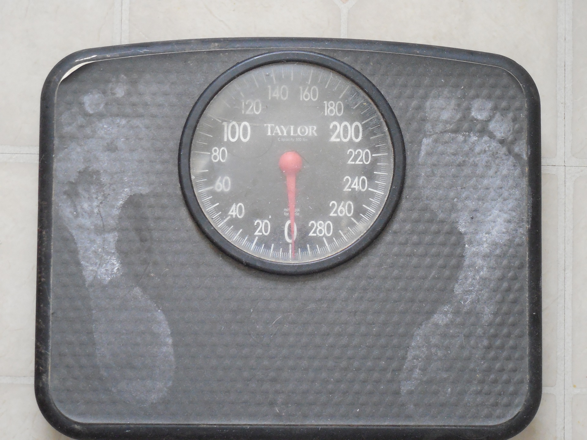 bathroom scale with foot prints